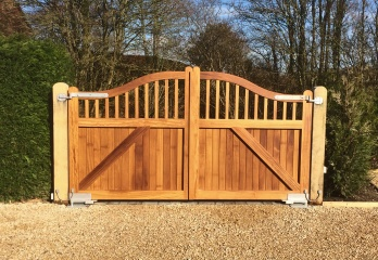 Made to measure wooden gates